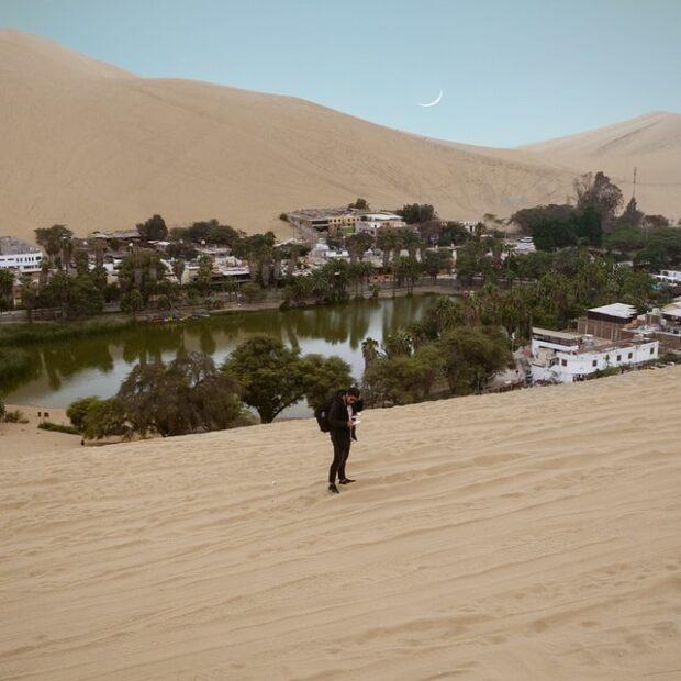 Huacachina non è un miraggio è un'oasi in mezzo al deserto