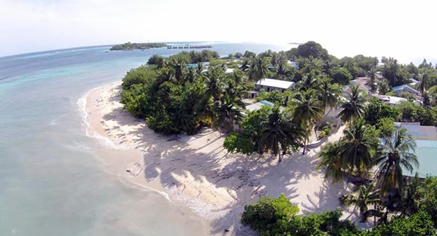 Sara si è trasferita a vivere alle Maldive dove gestisce una Guest House