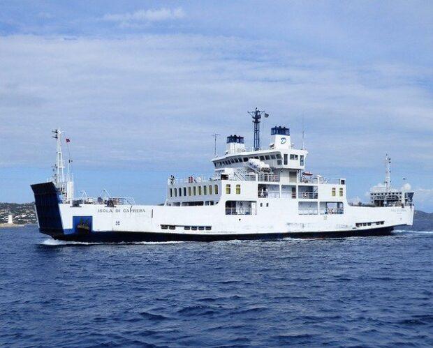 I traghetti per la Sardegna e la storia dei suoi porti